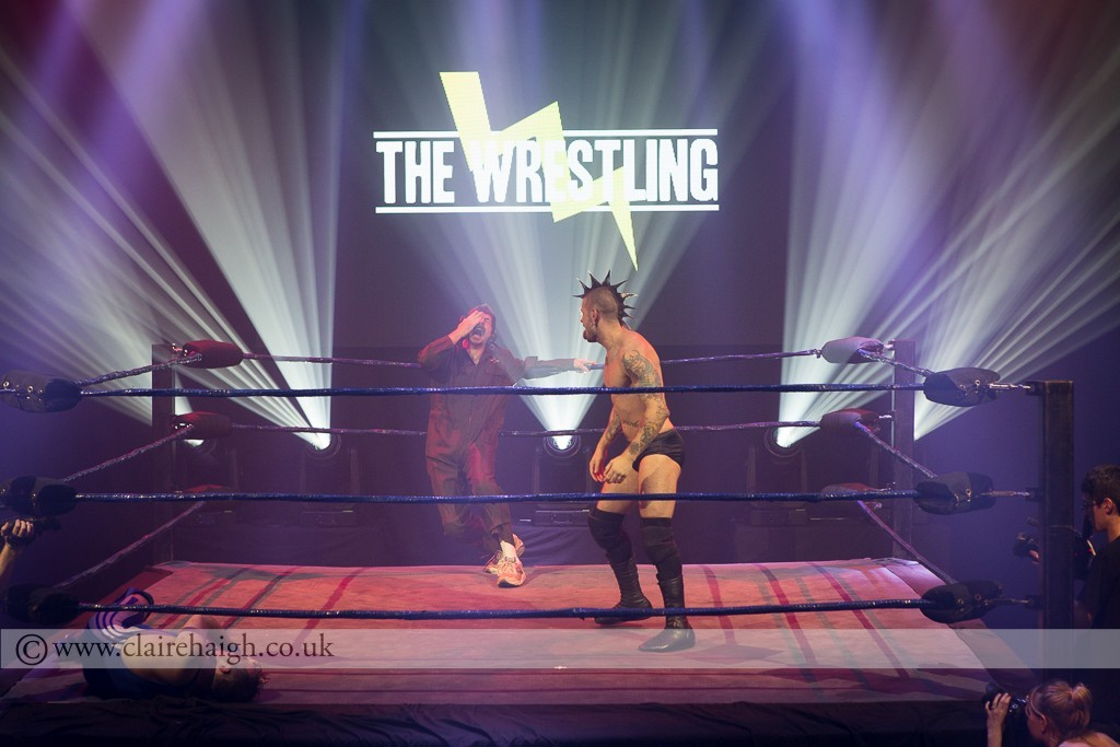 'The Squadron Leader' Mike Wozniak and 'The Anarchist' James Castle at The Wrestling, Pleasance 2015